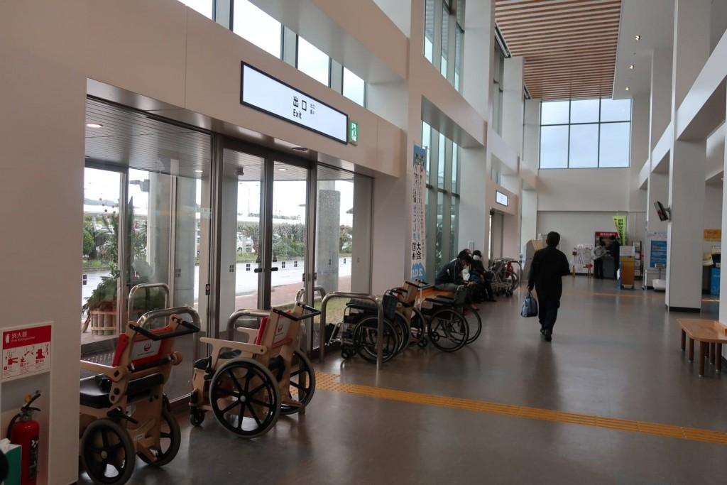 奄美大島空港に航空会社が準備している車椅子