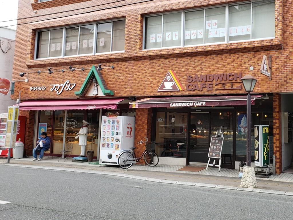 奄美にあるサンドイッチカフェ外観