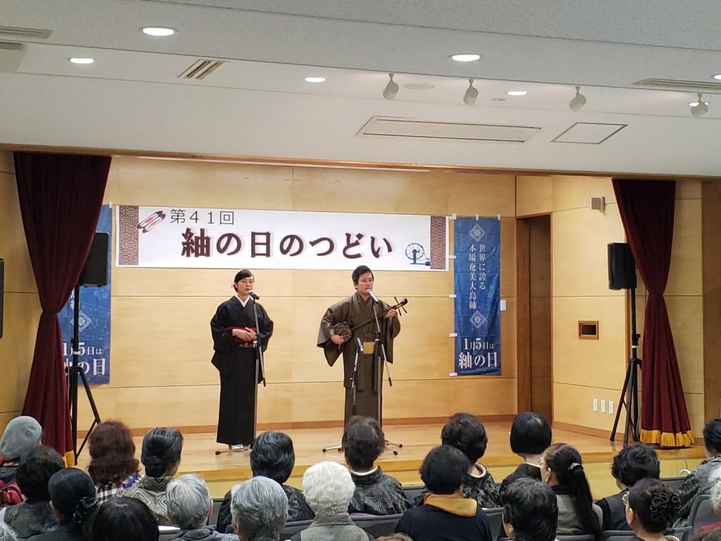 Shingo Maeyama performing at a local festival, accompanied by Juri Mukai