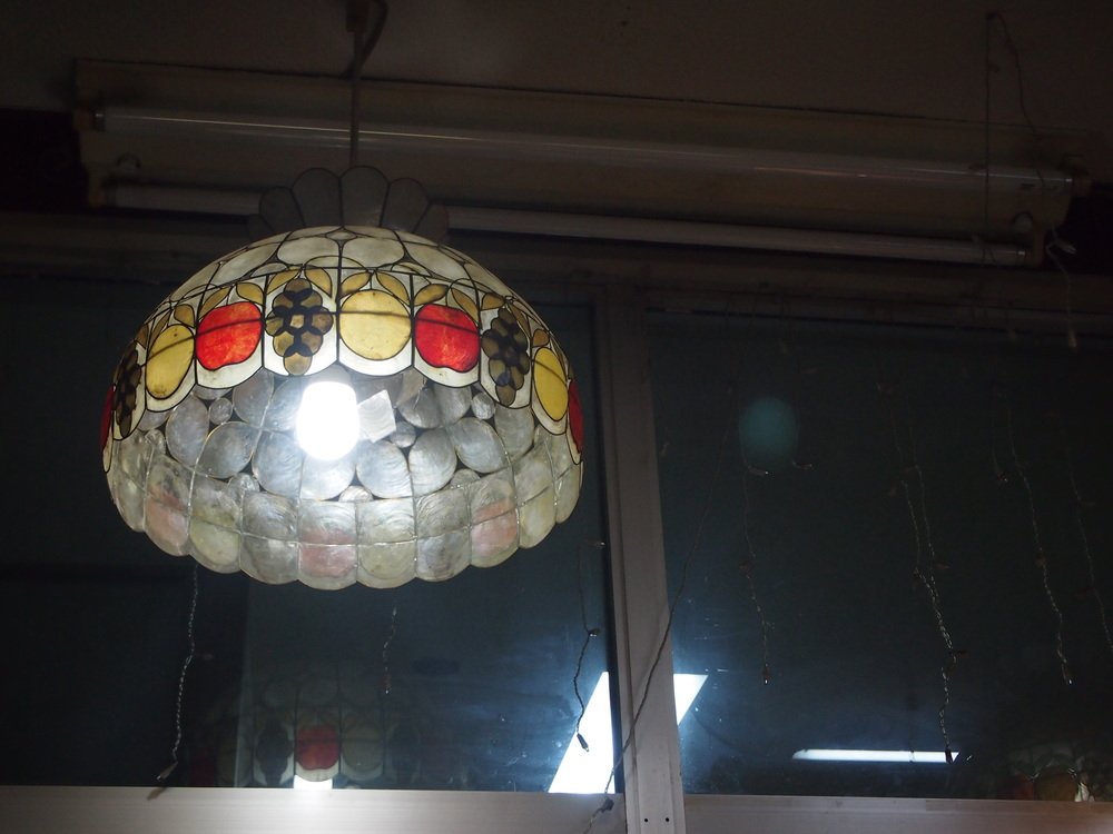 名瀬新港の喫茶シャークのランプシェード