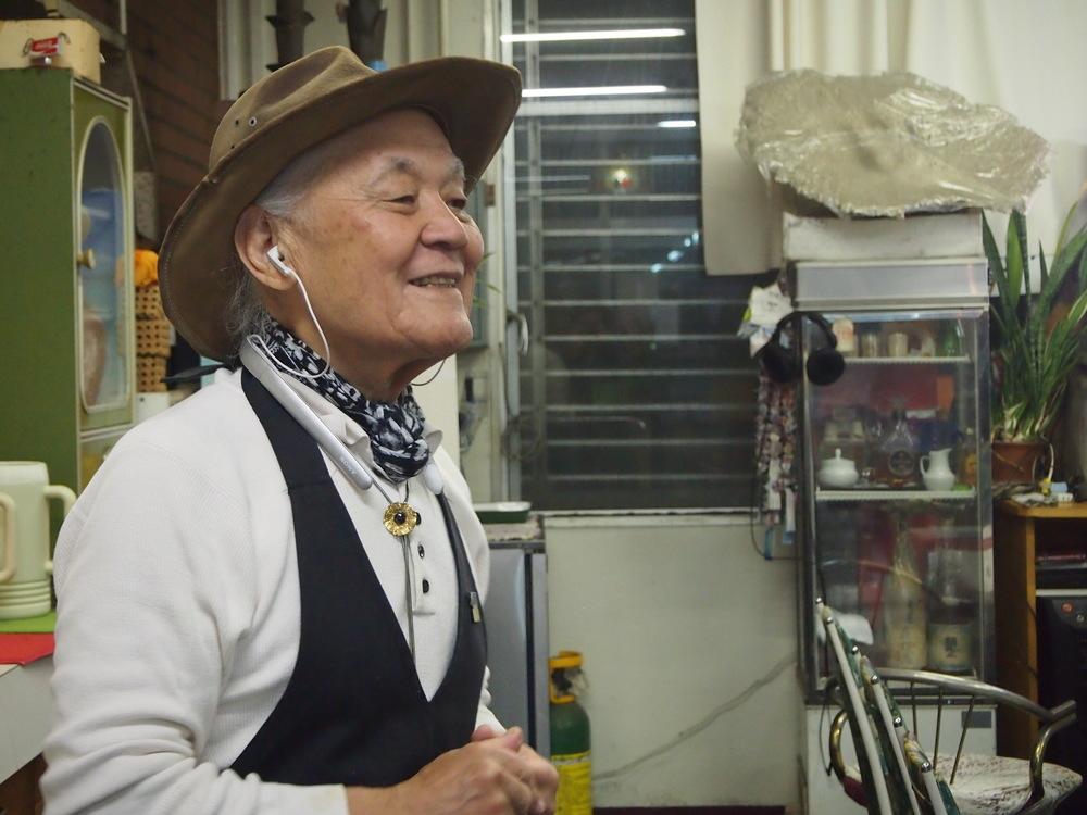 名瀬新港の喫茶シャークの店主鮫島さん