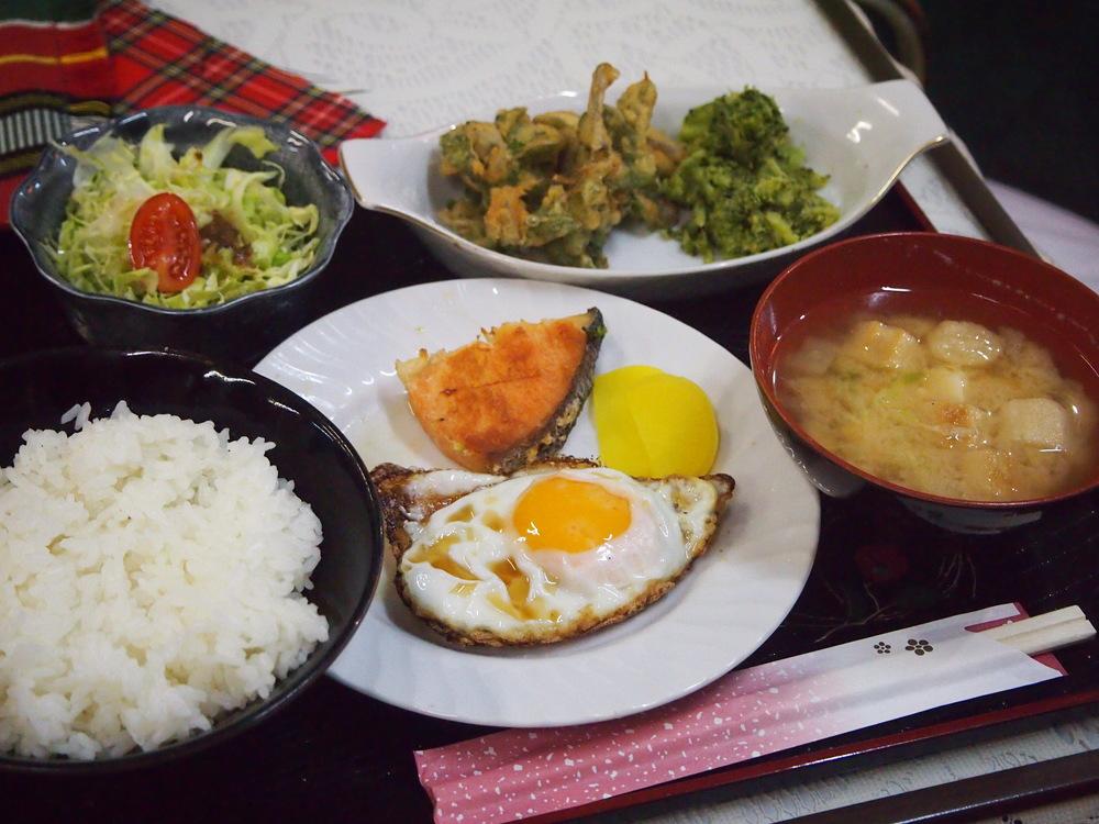 名瀬新港の喫茶シャークの和食のセット