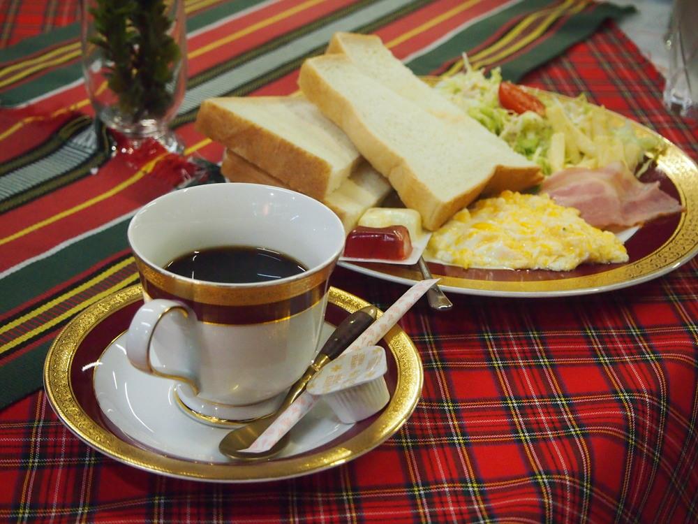 名瀬新港の喫茶シャークの洋食セット