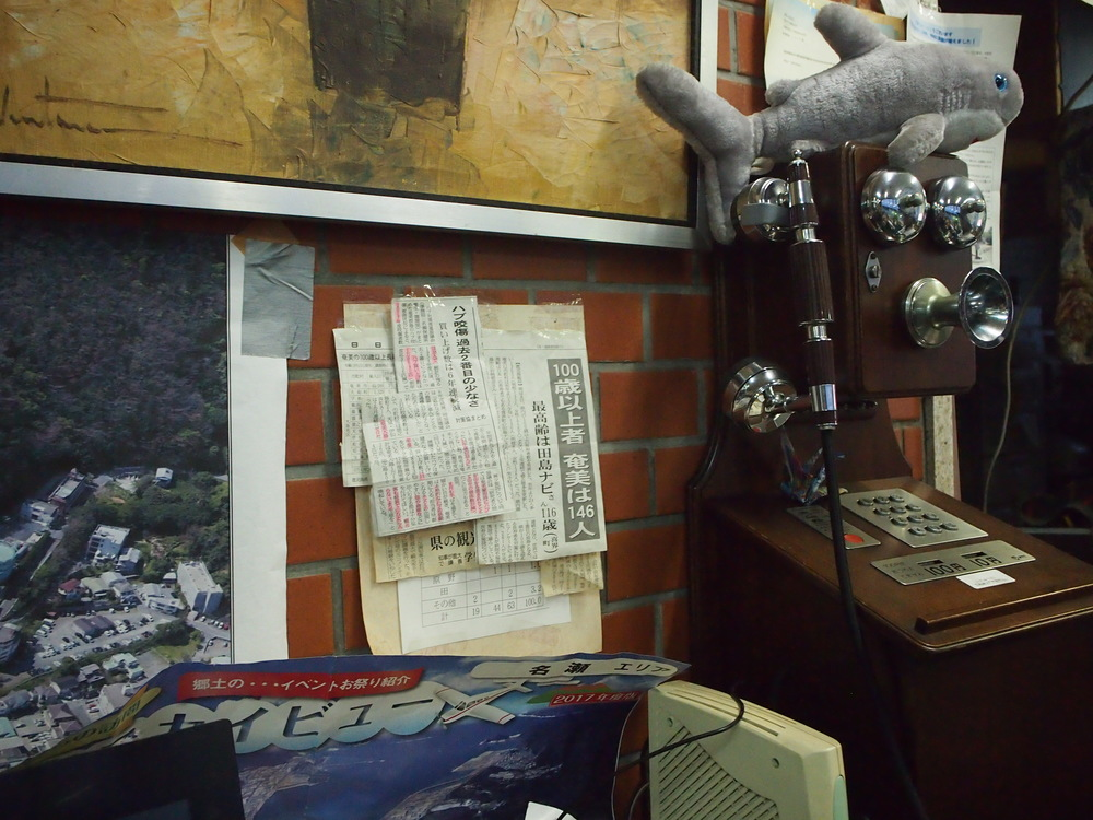 喫茶シャークの店内に貼られた新聞記事
