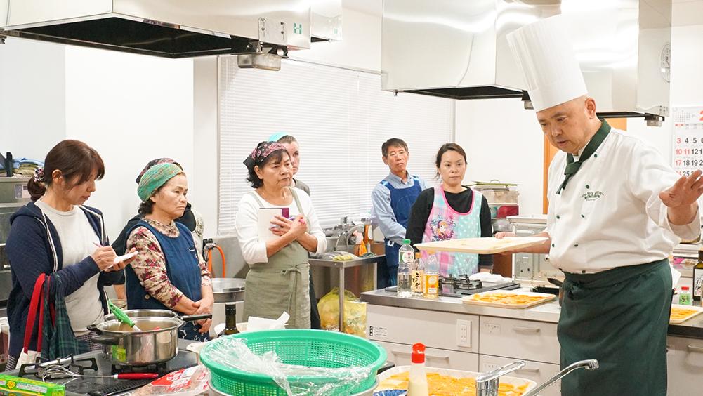 奄美大島の節子(せっこ)集落にあるロビンソンファームでの料理教室