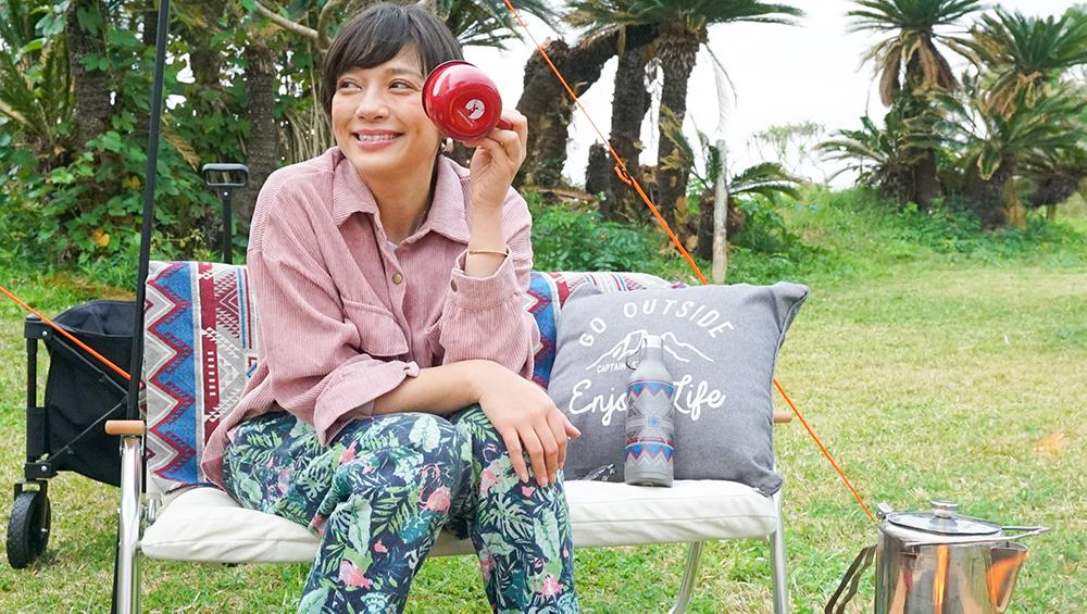 奄美大島やどり浜でキャンプする芳美リン
