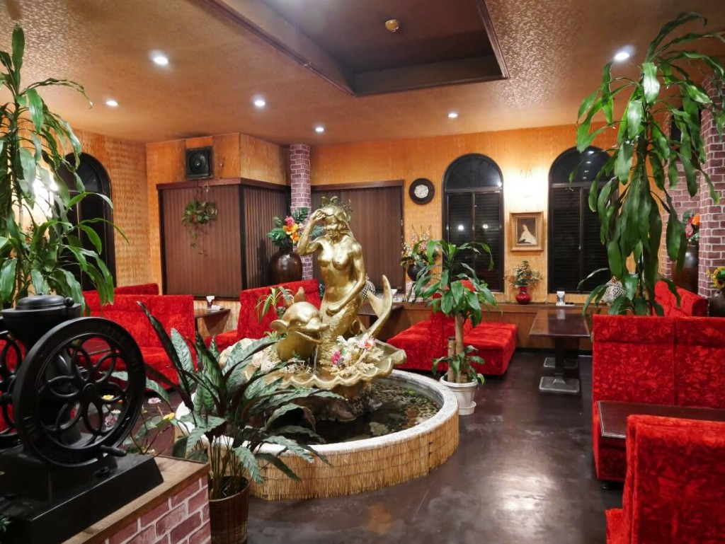 奄美の老舗喫茶店カフェテラス貴望の店内