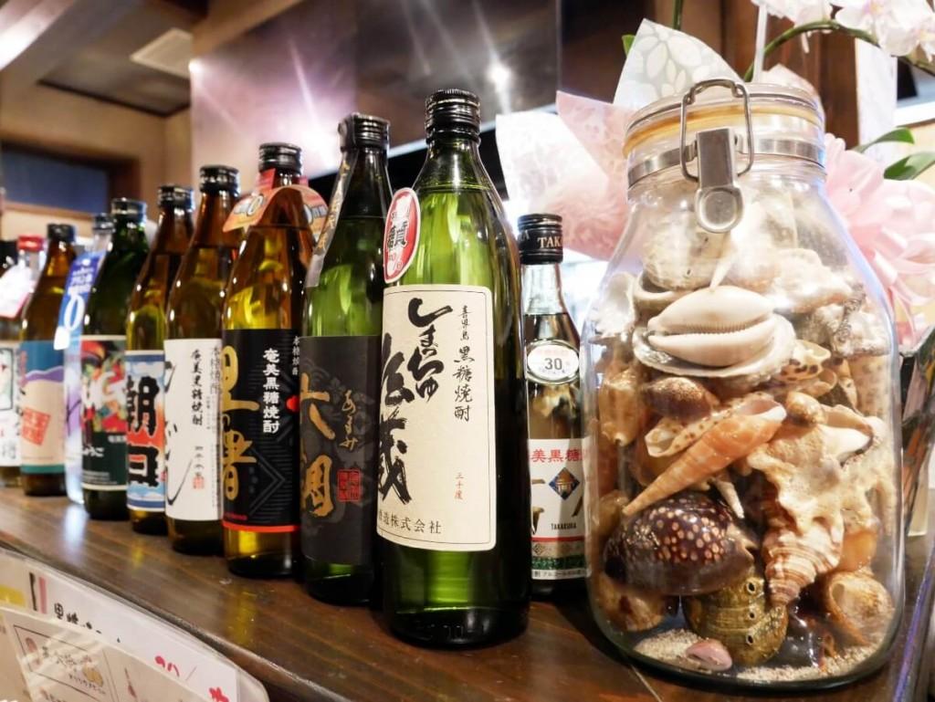 奄美大島の居酒屋若大将店内カウンター