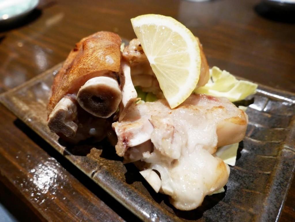 奄美大島の居酒屋若大将の豚足塩焼き