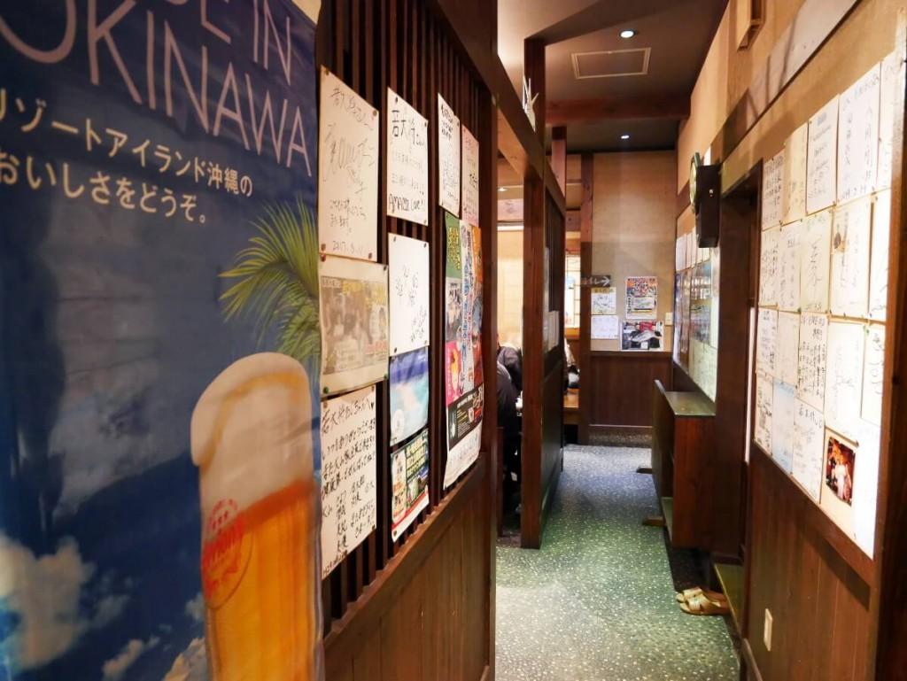 奄美大島の居酒屋若大将店内通路