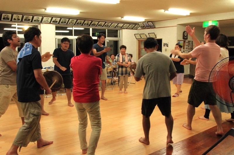 名音八月踊り保存会の練習風景