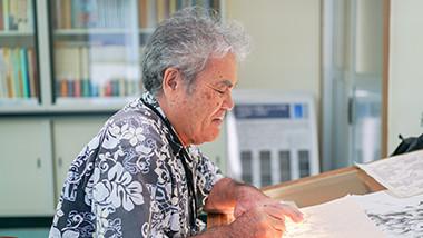 【消えゆく伝統技術に迫るvol3】大島紬の出来栄えを左右する設計図~「図案」工程〜